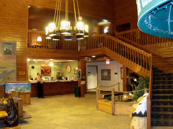 Starved Rock Lodge & Conference Center: Lobby in newer west section