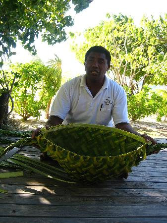 Navutu Stars Fiji Hotel & Resort: Seruvi making the men's basket