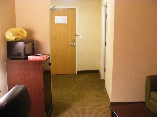 Comfort Suites Longmont: Mini Fridge on the left