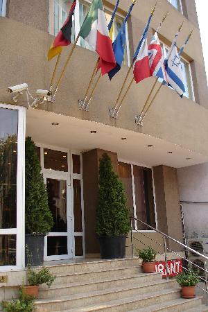 Hotel Elizeu front door
