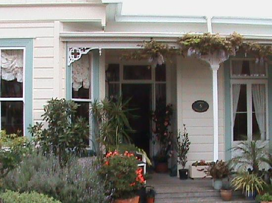 Karin's Garden Villa B&B: A welcoming entrance.