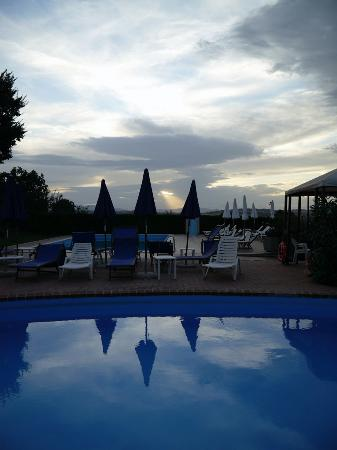 Tenuta Badia '99: piscina.
