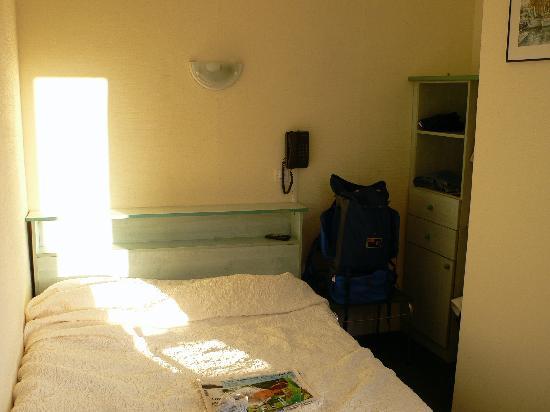 Hotel Le Normandie: Room 16 on 3rd Floor