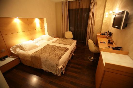 โรงแรมบาร์เซโลคาเทดรัล: Hotelroom