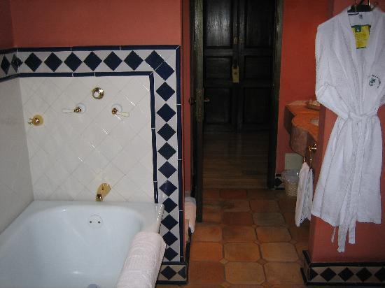 Hotel de la Opera: Room 206 bathroom