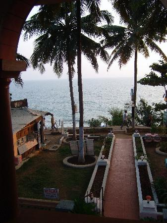Hill View Beach Resort: View from hotel bedroom, Hill Top Beach