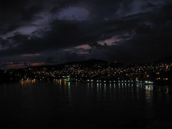 Hotel Cinco Sentidos: Zihua at night from Il Mare