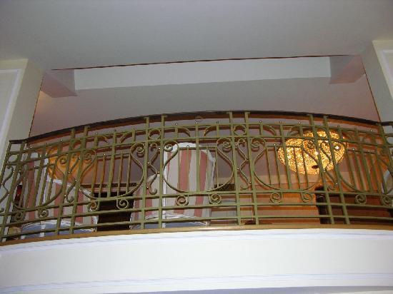 Hotel Imperial Vienna: salotto nel soppalco