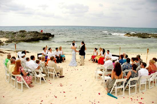 Playa La Media Luna Hotel Ceremony On The Beach