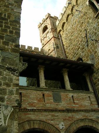 Castello di Monterone: Esterno del castello