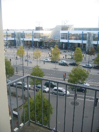 Kyriad Rennes Centre: view of train station from balcony