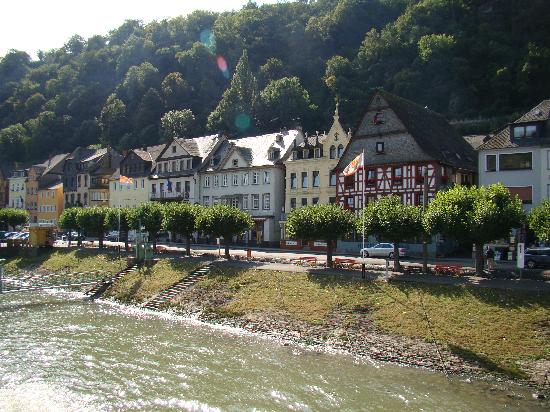 Hotel Jagdschloss Niederwald: Along the Rhine
