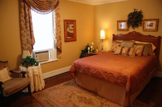 Trenthouse Inn Bed and Breakfast: Gold room