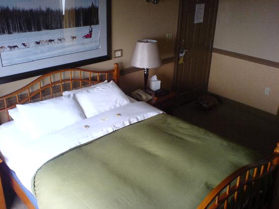 Copper Whale Inn: Our bed