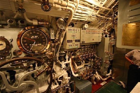 USS Bowfin Submarine Museum & Park: 潜水艦の内部