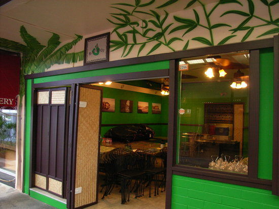 Rapanui Island Cafe : Rapanui - tables inside and out