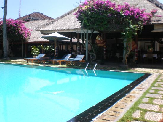 Aneka Beach Hotel: Aneka pool from different angle