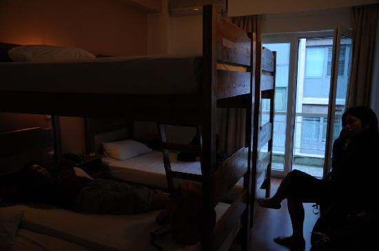 Athens Easy Hostel: Our private 4-bed ensuite room (view from the door)