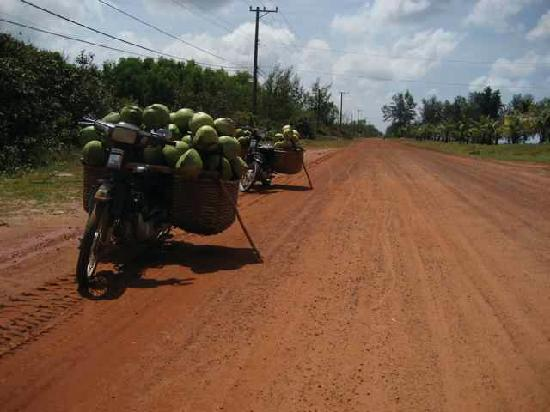 Cassia Cottage: Most roads are just red dirt