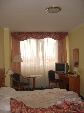 Orea Hotel Pyramida: Bedroom