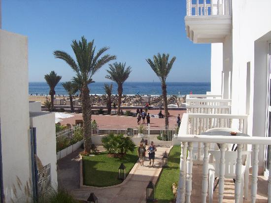 Royal Decameron Tafoukt Beach Hotel : la vue sur la plage depuis notre chambre