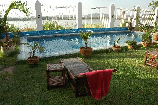 Art in the cabana picture of villa soudan bamako - Chaises longues piscine ...