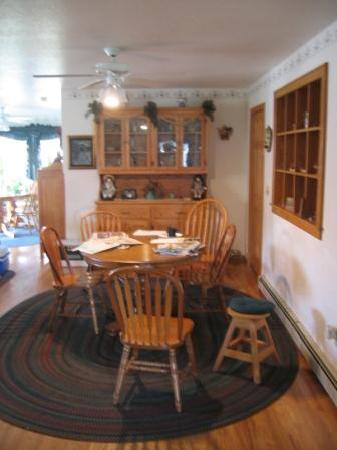 Trail-Side Bed & Breakfast: B&B Dining Area