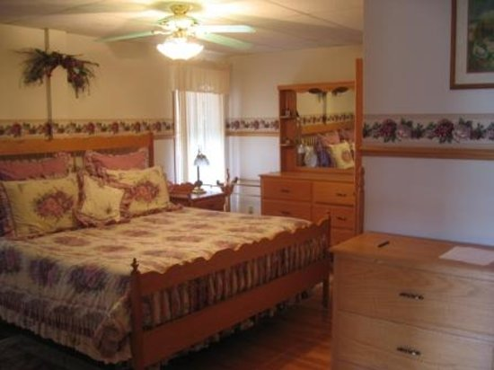 Trail-Side Bed & Breakfast: B&B King Room