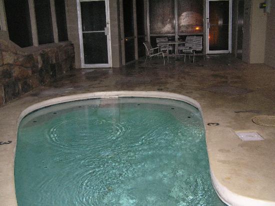 PARKVIEW INN & SUITES: Whirlpool floor - fiew 2