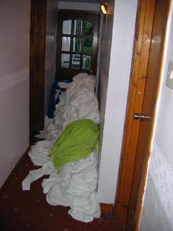 Boreland Lodge Hotel: montagne di lenzuola sporche