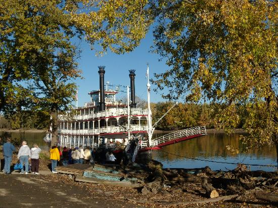 Starved Rock Lodge & Conference Center: Spirit of Peoria riverboat