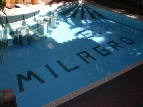 Hotel Castillo El Milagro: pool by reception