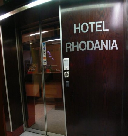 Hotel Rhodania : Reception, note the '60's metal wood grain and sliding glass doors