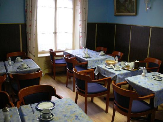 Hotel Rhodania : Breakfast dining, clean, intimate, comfortable, with metal wood grain panels!