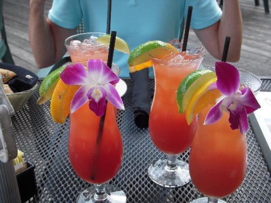 Cosmo's Restaurant & Bar : Rum runners