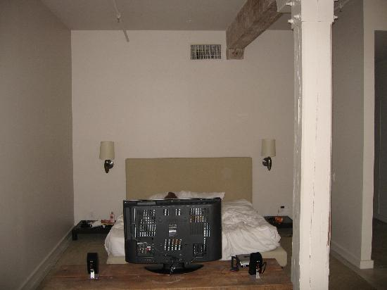 Loft 523 New Orleans: bed