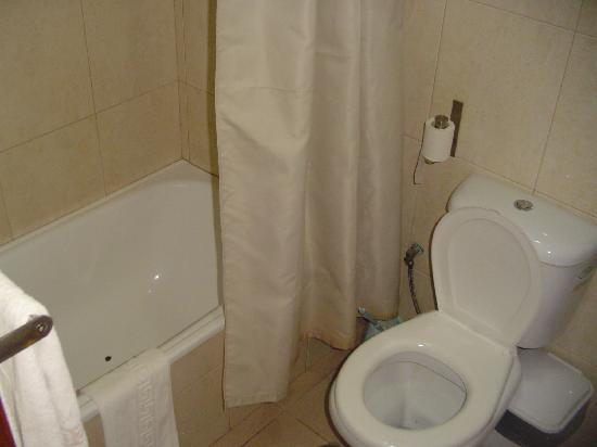 Praia, Cabo Verde: Bathroom (not that clean)