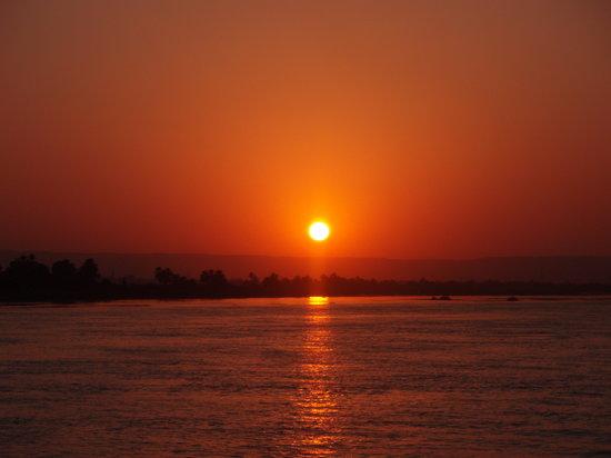 Égypte : Atardecer sobre el Nilo