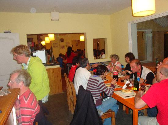 Posada Piramides: A hostel packed with young raving teens!