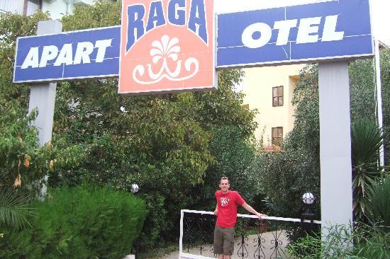 Raga Aparthotel: Entrance to Raga