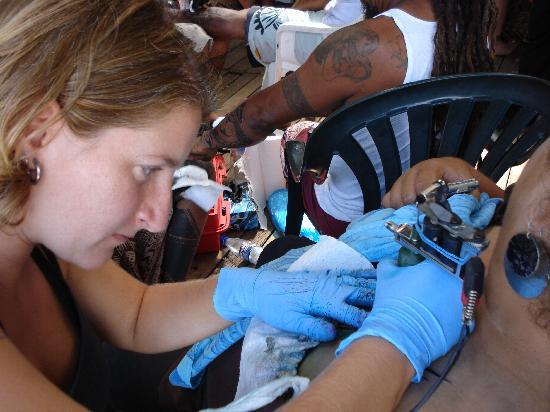 Tisa's Barefoot Bar: Tattooing 2