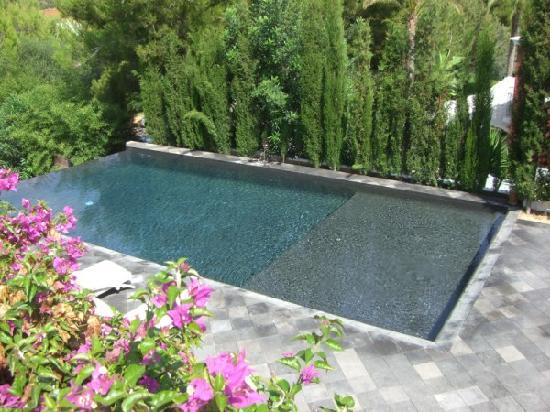 Agroturismo Atzaro: Private swimming pool of villa