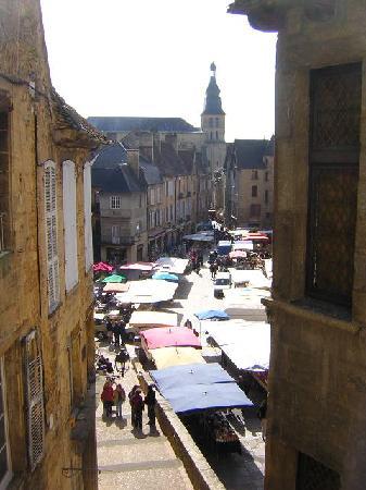 La Maison du Notaire Royal : Saturday market from our room