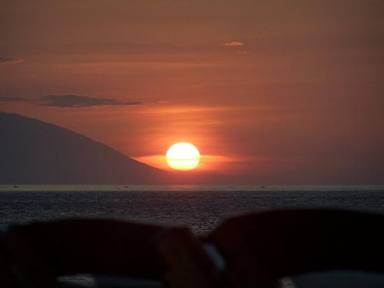 Banca Oriental Group:Sunset – Picture of Sunset at Aninuan Beach Resort, Puerto Galera