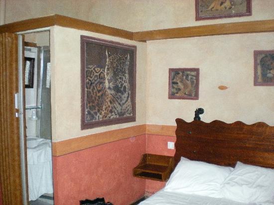 Les Argonautes: Our room.