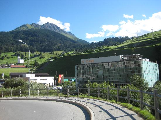 CUBE Savognin - located directly next to the base station of the lift