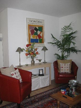 Alexandra's Plaza Suite: Living Room