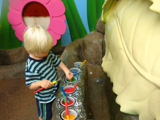 "Kidspace Children's Museum : kids can paint a giant leaf before ""rain"" washes it away"