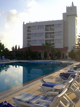 Mountain View Hotel & Villas : Back of hotel, swimming pool