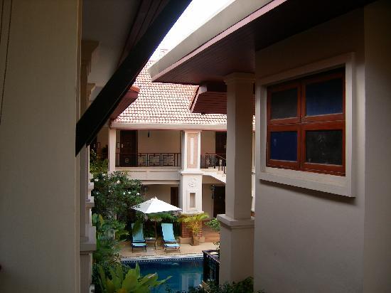 Glur Chiangmai: Between the buildings